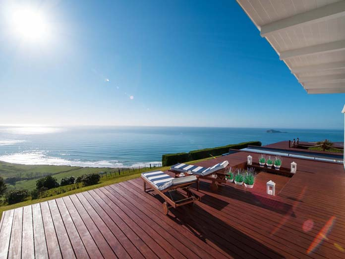 Stay at seaside accommodation close to Napier. Above the Waimarama Beach at the east coast with a fantastic sea view over the Pacific