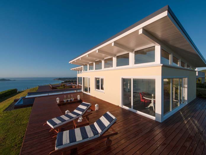 Seaside accommodation with private deck and sun loungers to unwind after a long day, North Island, New Zealand