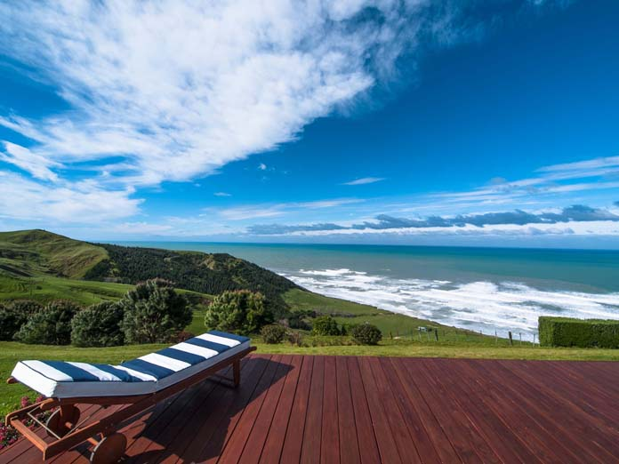 Luxury Lodge at the east coast of New Zealand. Modern accommodation, eco-friendly with unique panorama view of the Pacific and the beach below the accommodation