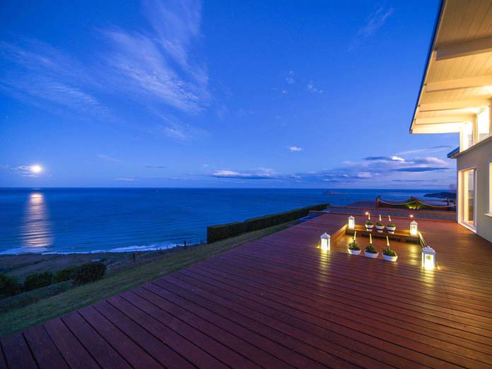 Boutique 5-star accommodation near Havelock North with fantastic sea view