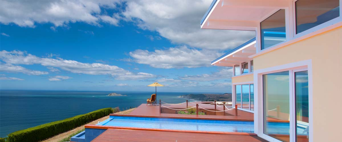 Blue sky, panoramic ocean view, deck, outdoor furniture and sunshade, the peacful luxury escape in Hawkes Bay