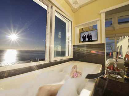 Sit back and enjoy the sea breeze to brush your face while you watch TV all from your own bath. The ultimate luxury in New Zealand
